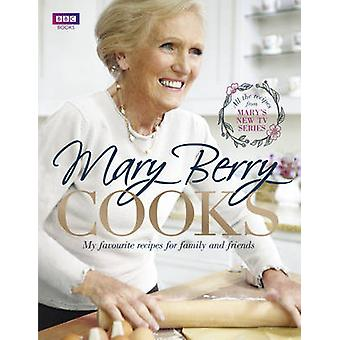 Mary Berry Cooks by Mary Berry - 9781849906630 Book