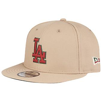 Uusi aika kausi 9Fifty SnapBack Cap-Los Angeles Dodgers Camel punainen