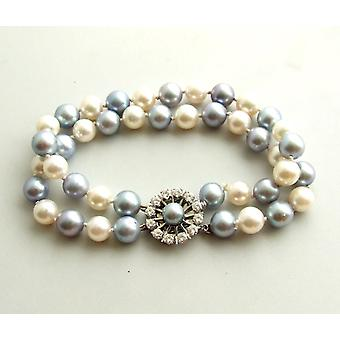 Pearl bracelet with gold lock with diamond