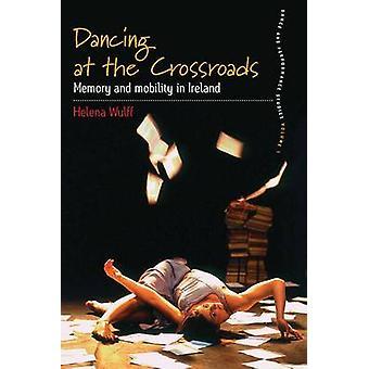An der Kreuzung tanzen Speicher und Mobilität in Irland von Wulff & Helena