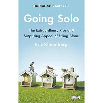 Going Solo - The Extraordinary Rise and Surprising Appeal of Living Al