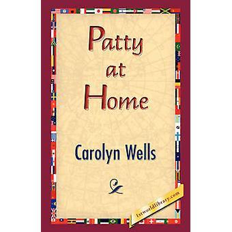 Patty à la maison par le puits & Carolyn