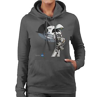 NASA SpaceX Dragon Capsule At The ISS Women's Hooded Sweatshirt