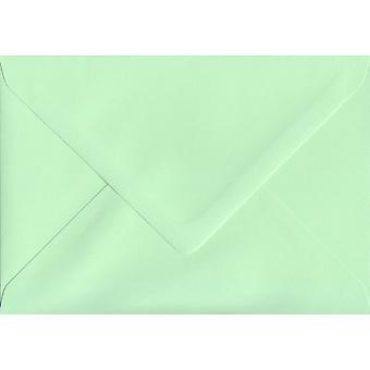 Mintgrön gummerat C7/A7 färgade gröna kuvert. 100gsm FSC hållbart papper. 113 mm x 184 mm. bankir stil kuvert.