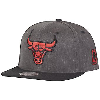 Mitchell & Ness Flexfit 110 Snapback Cap - Chicago Bulls
