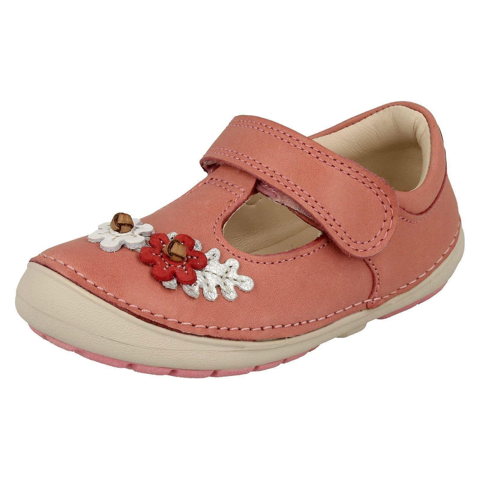 Première de Clarks filles chaussures de marche doucement s'épanouir