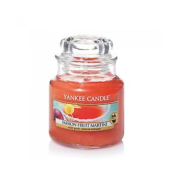 Yankee Candle Small Jar Classic Passion Fruit Martini 104 g