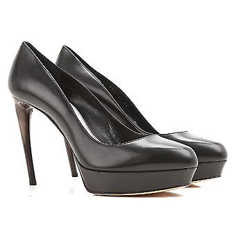Alexander McQueen peep toes in black cCalf leather