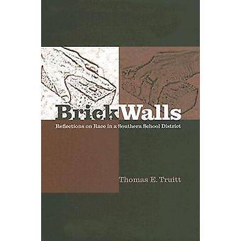 Murs de briques et d'autres obstacles - course dans un District scolaire du Sud de