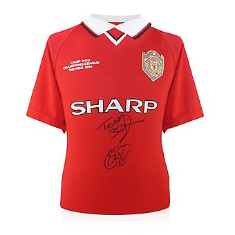 Teddy Sheringham och Ole Gunnar Solskjaer undertecknade 1999 Manchester United Champions League skjorta