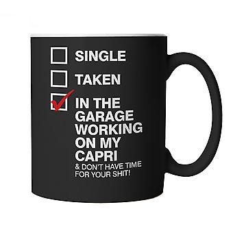 In der Garage arbeiten an meinem Capri Auto Mug