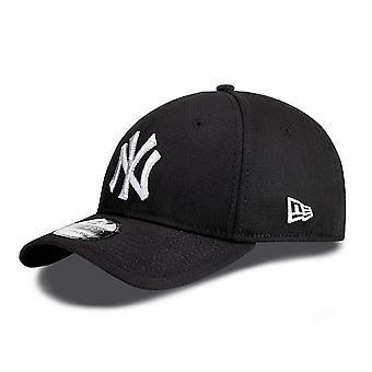 New Era Classic 39Thirty New York Yankees Cap - Black / White