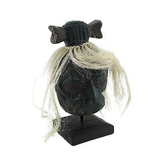Montierten Schrumpfkopf mit weißem Haar und Knochen Haarschleife Statue